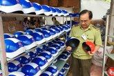 Lật mặt nạ của cơ sở chuyên sản xuất mũ bảo hiểm giả giá 11.000đ