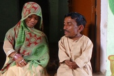 Chuyện tình giản dị của cặp vợ chồng thấp nhất Ấn Độ