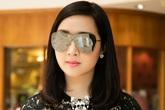 """Hoa hậu Đền Hùng lại khoe """"cả cây"""" hàng hiệu khi đi làm"""