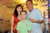 Kỳ lạ chuyện nhà Nhật Cường: Chồng sống tại VN, vợ con ở nước Mỹ