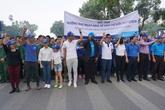 2 bố con Phan Anh chạy bộ hưởng ứng Ngày Nhà vệ sinh Thế giới