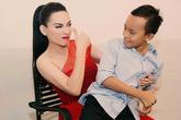 """""""Cậu bé hát đám cưới"""" Hồ Văn Cường đến thăm mẹ nuôi Phi Nhung"""