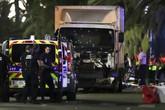 Khủng bố lao xe tải vào đám đông ở Pháp, 77 người chết