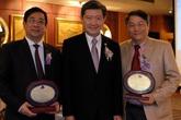 Hai đại diện của Việt Nam được Trường đại học lớn tại Thái Lan vinh danh