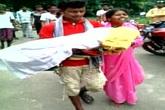 Bố ôm xác con gái đi bộ 5 km vì bị đuổi khỏi xe cấp cứu