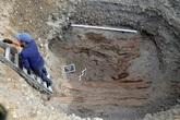 Bí ẩn hài cốt hai mẹ con không đầu mặc áo vàng lót lông trong ngôi mộ hơn 2.500 tuổi