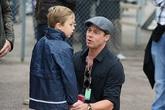 Brad Pitt khóc khi được đoàn tụ các con