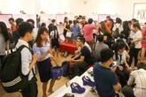 Tiệm giày, công ty địa ốc tung chiêu quảng cáo 'lạ' hút khách ngày 20/10