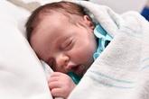 Sức sống thần kỳ của em bé hai lần 'chui' ra khỏi bụng mẹ