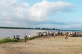 Tắm sông, 3 nữ sinh trung học chết đuối thương tâm