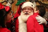 Vợ bắt con không tin 'ông già Noel', tôi phải làm sao?