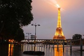 Paris chìm trong trận lụt lớn nhất 100 năm qua
