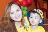 Con trai Diễm Hương siêu đáng yêu ton-sur-ton với mẹ