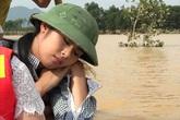 Ngọc Hân bỏ sinh nhật mẹ đi từ thiện ở vùng ngập sâu 10 m