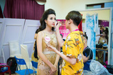Thí sinh tất bật trang điểm chờ tỏa sáng tại chung kết Hoa hậu Việt Nam