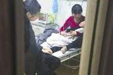 Bé trai 3 tuổi phải nhập viện vì giáo viên cho uống thuốc quá liều