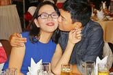Hoàng Phúc âu yếm hôn vợ trong đêm tiệc