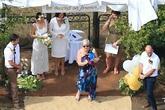 Miranda Kerr làm phù dâu xinh đẹp trong lễ cưới đồng tính của em trai