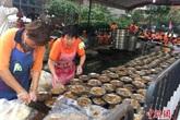 Công ty địa ốc Trung Quốc mở đại tiệc 1.500 bàn đãi dân làng