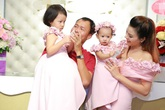 Vợ chồng Vũ Thu Phương lần đầu lộ diện cùng hai con gái