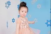 Con gái Elly Trần mới 2 tuổi đã có tài diễn cực 'sâu'