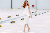 Ngọc Duyên sành điệu xuống phố với váy áo gam trắng