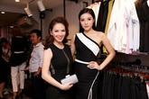 Hoa hậu Kỳ Duyên hở vai trần bên MC Đan Lê