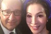 """MC Thanh Mai chụp ảnh """"selfie"""" cùng Tổng thống Pháp"""