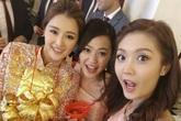 Hoa hậu Hong Kong đeo vàng trĩu cổ trong ngày cưới