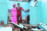 Dù nhà sập tan tành trong mùa lũ, đôi trẻ vẫn tổ chức đám cưới