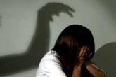 Cha dượng nhiễm HIV hại đời con riêng của vợ