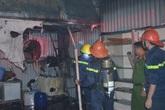 Quảng Ninh: Xưởng làm lốp ô tô bốc cháy giữa đêm