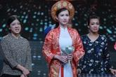 Quỳnh Chi khóc vì lấy chồng già trong tiểu phẩm
