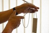 Bé 3 tuổi tử vong vì sợi dây rèm cửa