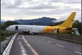 Máy bay Boeing 737 hạ cánh bằng bụng ở Italy