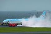 Máy bay chở 319 người bốc cháy trước khi cất cánh