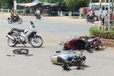 Va chạm với xe chở Chủ tịch Cà Mau, 2 nam sinh nhập viện