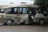 Va chạm với xe container, 7 người trên xe khách bị thương nặng