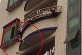 Thót tim khoảnh khắc em bé được cứu khi rơi từ ban công tầng 5
