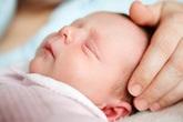Vì sao trẻ ngủ hay giật mình?