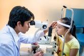 Trẻ nheo mắt liên tục: Không khám sớm sẽ để lại hậu quả vô cùng nặng nề