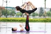 Màn trình diễn những tư thế Yoga cực đỉnh hút hồn người xem