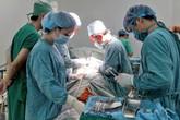 Khối u xơ tử cung của nữ bệnh nhân hi hữu lòi ra ngoài
