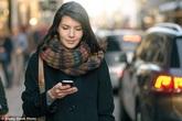 Phụ nữ Anh ngồi một chỗ bấm điện thoại vẫn dễ dàng chọn tinh trùng để tìm cha cho con mình