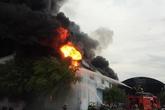 Điều 36 xe chữa cháy đến dập lửa ở nệm Vạn Thành