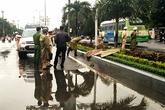 Kinh hoàng phát hiện thi thể 2 thanh niên trước cổng trường đại học