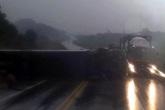 Yên Bái: Xe giường nằm lật nghiêng trên cao tốc, 8 người bị thương