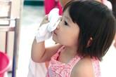 Mách mẹ cách vệ sinh mũi đúng cách cho con