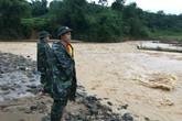 Hai chiến sỹ biên phòng bị nước lũ cuốn trôi: Dùng máy dò kim loại tìm ô tô