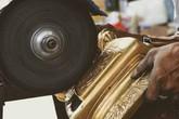 Cách làm mới, đánh bóng các loại đồ đồng trên bàn thờ
